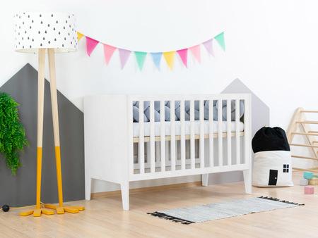 Babybett, Bettchen, Kindermöbel, Kinderbett, Babybett mit eingebautem Kopfteil, hölzernes Babybett
